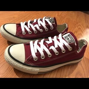 Converse low tops maroon size 7